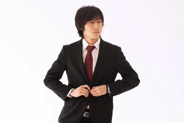 スーツのアウトレット通販サイトは1万円代で良質な物が揃う